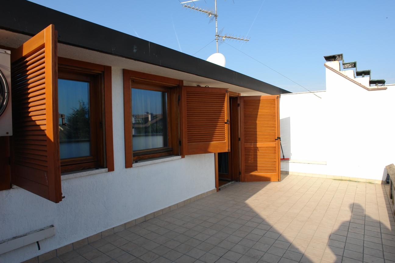 Affitto bellissimo quadrilocale con mansardina e giardino privato in localit via cavour - Affitto casa con giardino ...